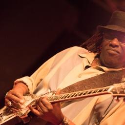 Blues Comin' Down: A conversation with legendary Bay Area bluesman Joe Louis Walker